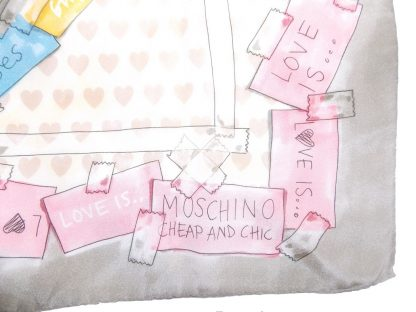 foulard Love is Moschino cheap and chic