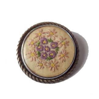 broche ancienne broderie